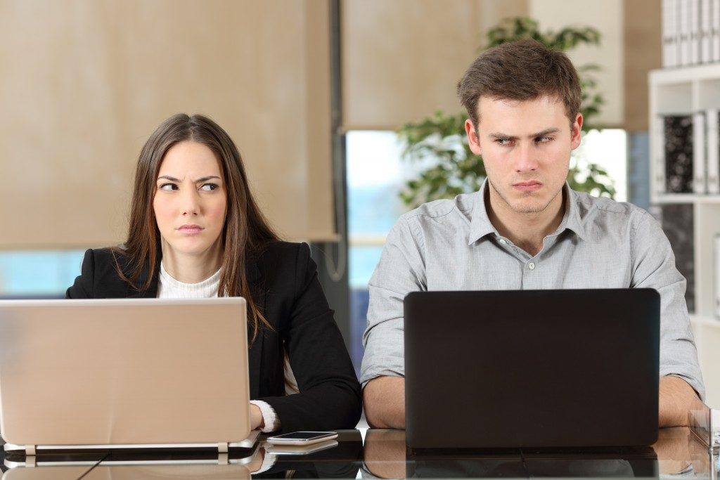 Disputing businesspeople